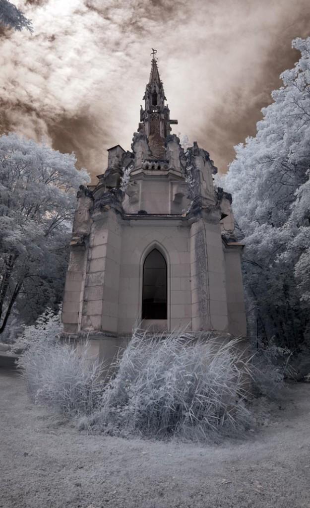chateau-de-la-mothe-chandeniers-chapel-tower-625x1024