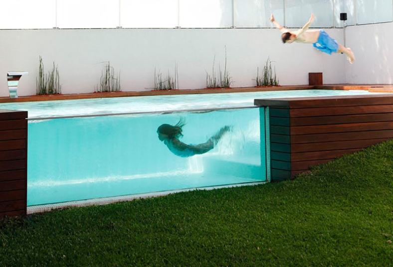 see-through-swimming-pool_131215_02