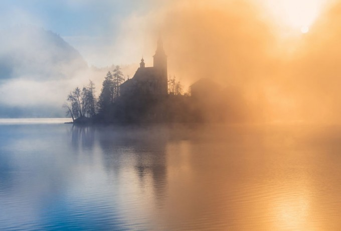 another-magical-sunrise-at-lake-bled-in-slovenia-14__880-680x461