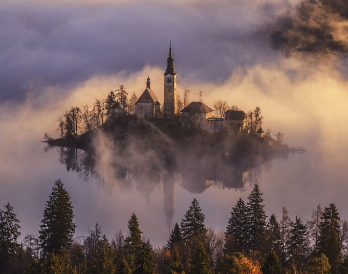 bled-misty-morning-1-dreamy__880-680x534