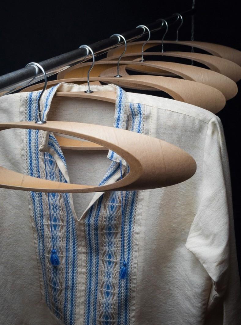 coat-hangers_090116_02-800x1077