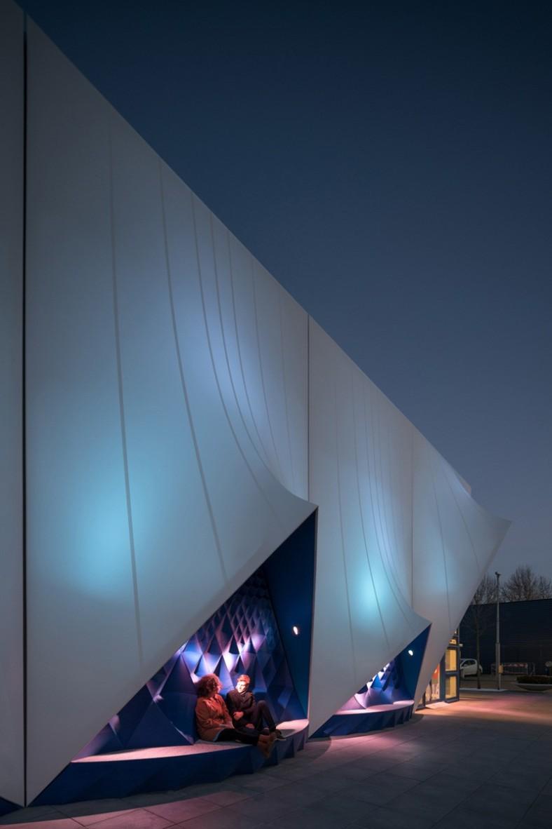 europe-building_120116_09-800x1200