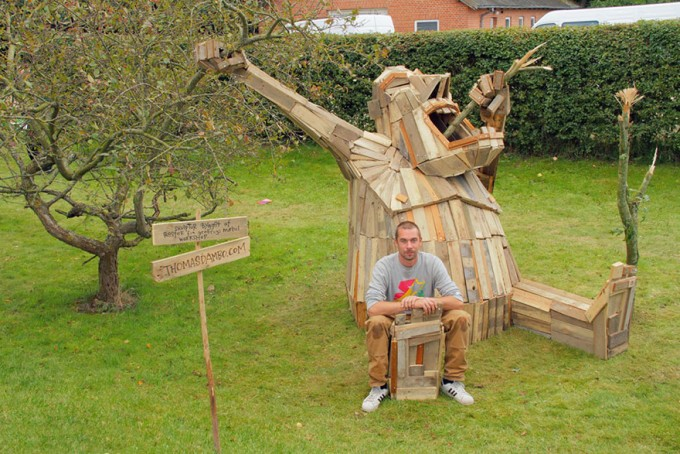 i-create-giant-sculptures-from-scrap-wood-1__880-680x454