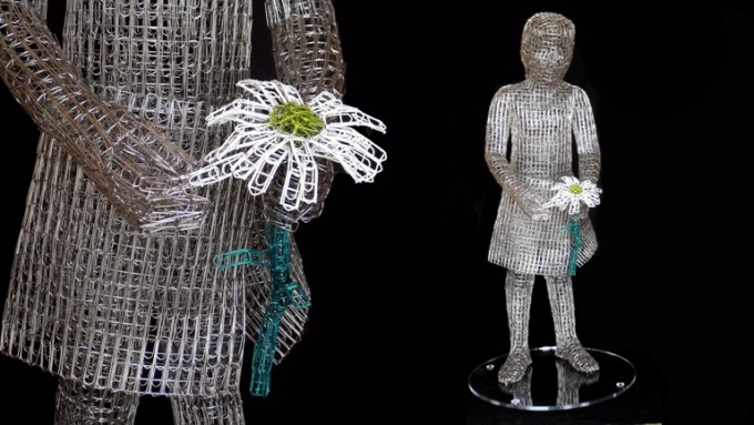 he-loves-me-he-loves-me-not-mama-non-mama-2013-50x50x110-cm-paper-clips-inox-680x383