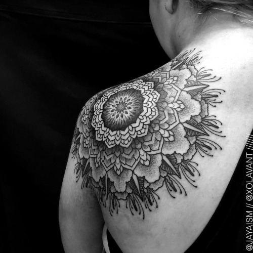 lovely-black-tattoos-with-geometrical-patterns-19