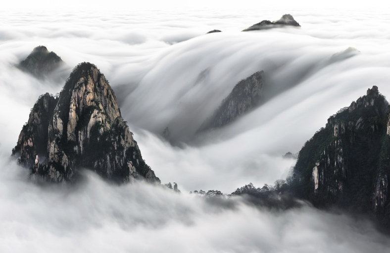 Sea Clouds of yellow Mountains