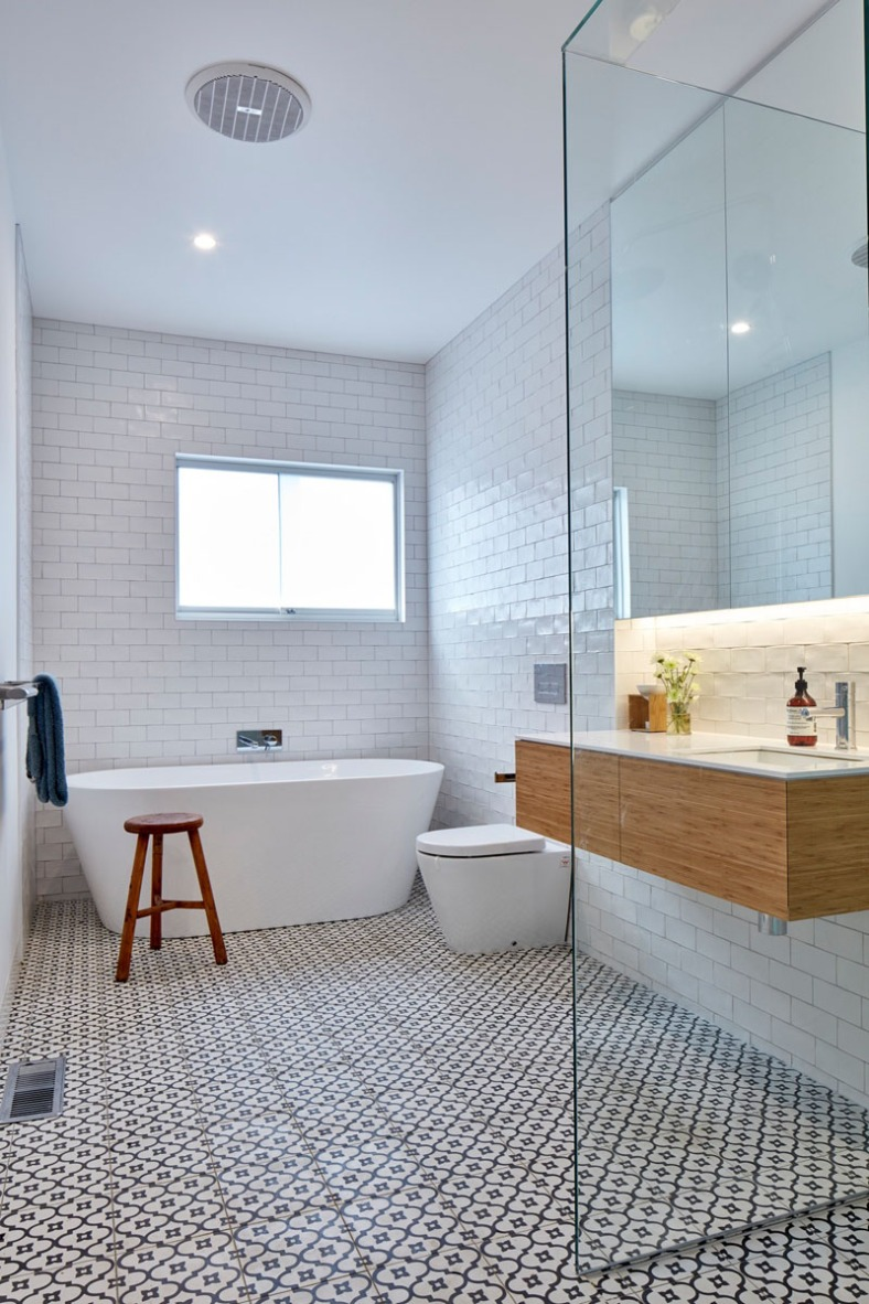 white-subway-tile-bathroom-111216-1058-02